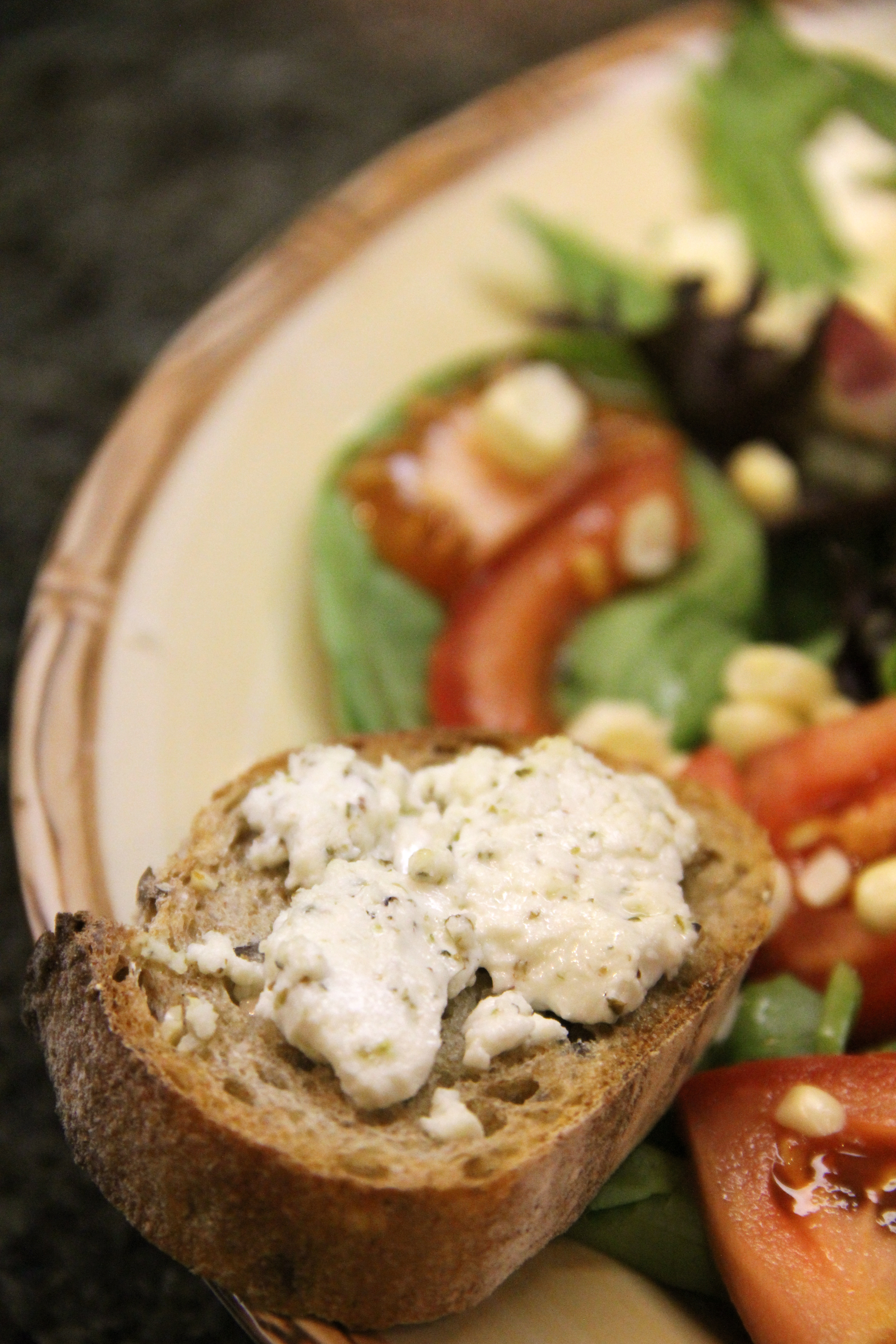 salade au ch vre chaud salad with warm goat cheese amy. Black Bedroom Furniture Sets. Home Design Ideas