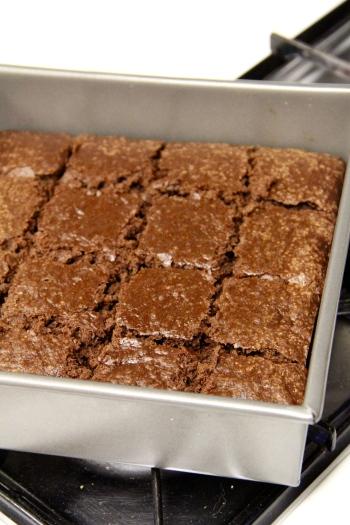 basic cakey brownies