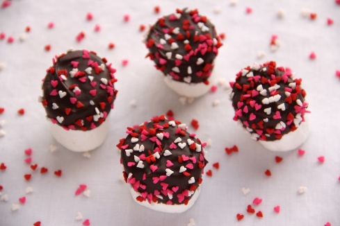 chocolate-dipped Valentine marshmallows